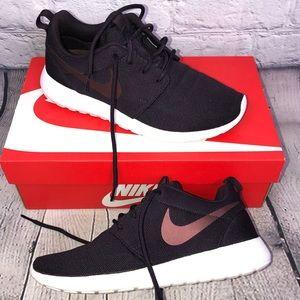 370bb56e0c6845 Nike Roshe One